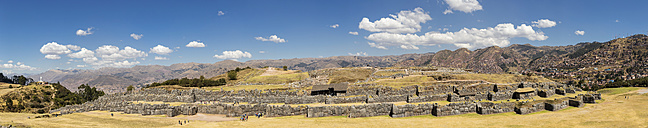Peru, Andes, Cusco, view to the city and Inca ruins of Sacsayhuaman - FOF08717
