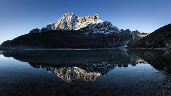 Nepal, Himalaya, Khumbu, Everest region, Gokyo Lake, Chadoten Peak - ALRF00826
