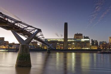 UK, London, Tate Gallery of Modern Art and Millennium Bridge at twilight - GF00980