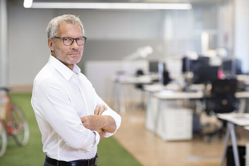 Portrait of confident businessman in office - PESF00495