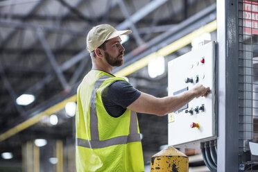 Worker operating machine in factory - ZEF12448