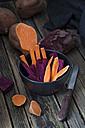 Crudites of various sweet potatoes in a bowl - YFF00617