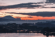 Austria, Mondsee, Lake Mondsee at dusk with Gaisberg in the background - WVF00801