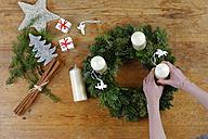Preparing of an Advent wreath - LBF01532