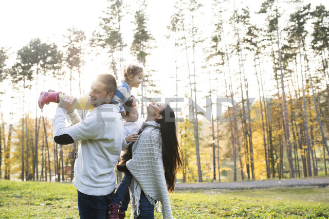 Playful family with two girls outdoors - HAPF01305
