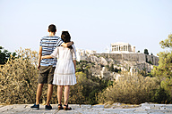 Greece, Athens, couple looking at The Acropolis and Parthenon from Areopagus - GEMF01428