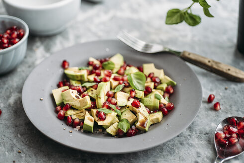 Avocado salad with pomegranate seeds and basil - IPF00350