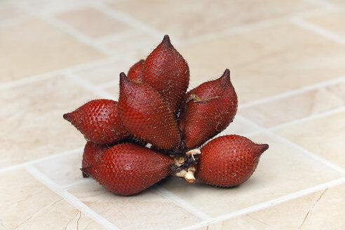 Thailand, snakeskin fruits - ZCF00473