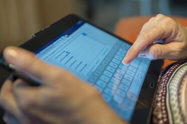 Senior woman using tablet at home, close-up - FRF00497