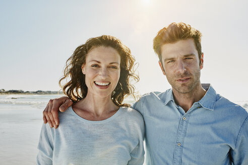 Portrait of couple on the beach - RORF00548
