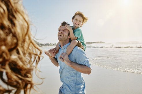 Father carrying his little son on shoulders on the beach - RORF00551