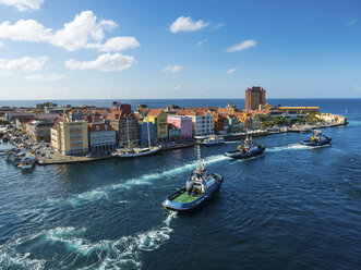 Curacao, Willemstad, Punda, tugboats and colorful houses at waterfront promenade - AMF05227