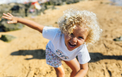Portrait of laughing little boy on the beach - MGOF02837
