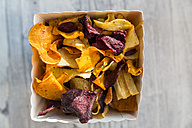 Vegetable chips with pyramide salt - SARF03154