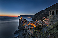 Italy, Liguria, Cinque Terre, Vernazza after sunset - YRF00150