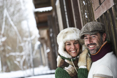Portrait of happy couple wearing winter fashion - FSF00727