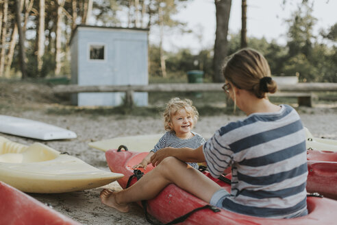 Netherlands, Schiermonnikoog, mother with little daughter in a boat - DWF00284