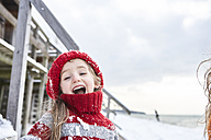 Little girl having fun in winter, portrait - FSF00756