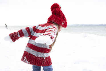 Little girl having fun in winter - FSF00759