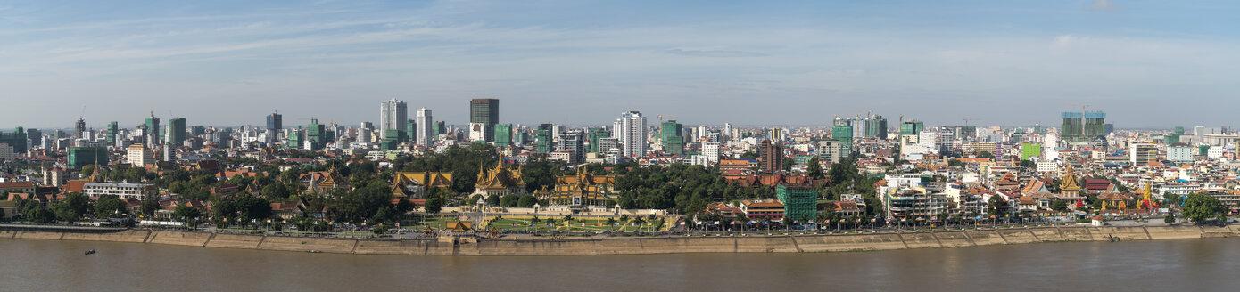 Cambodia, Phnom Penh, panoramic cityscape with Royal Palace - PCF00320