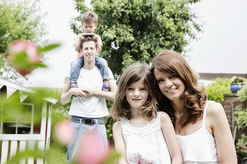 Happy family in the garden - JATF00965