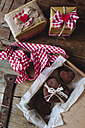 Cardboard box of three heart-shaped chocolate shortbreads and two gift boxes - GIOF01770