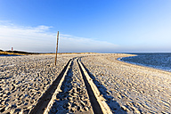 Germany, Sylt, beach with tyre tracks - KLR00511