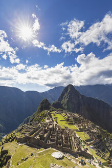 Peru, Andes, Urubamba Valley, Machu Picchu with mountain Huayna Picchu - FOF08832