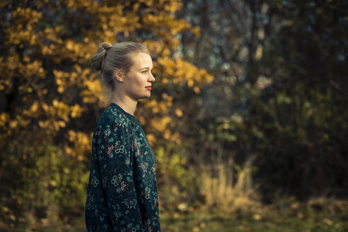 Blond young woman in autumnal forest - NGF00387