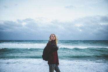 Young woman at the seashore in winter - KIJF01200