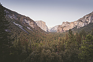 USA, California, Yosemite National Park, Tunnel View Point at dusk - EPF00327