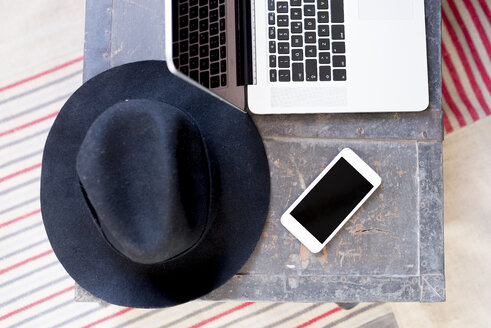 Hat, laptop and cell phone - FMOF00154