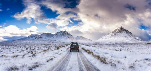 UK, Scotland, Glen Etive, Four wheel drive vehicle in winter - SMAF00672