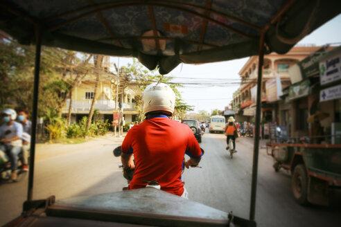Cambodia, Siem Reap, driving tuk tuk - REAF00219