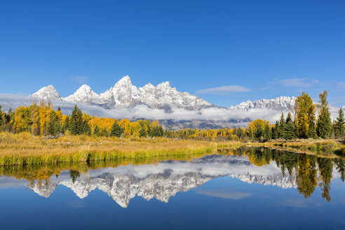 USA, Wyoming, Grand Teton National Park, view to Teton Range with Snake River in the foreground - FOF08894