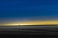 Silhouette of man at horizon - SKAF00054