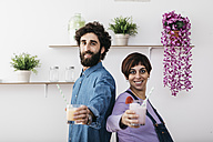 Portrait of couple with glasses of different  smoothies ready to drink - JRFF01240
