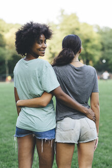 Two women arm in arm in a park - GIOF01980