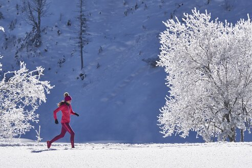 Austria, Tyrol, Riss Valley, woman jogging in winter - MRF01696