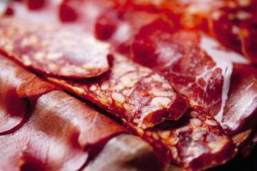 Slices of Spanish salami and Italian ham, close-up - CSF27908