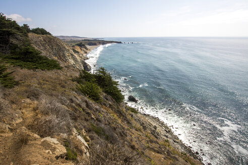 USA, Califronia, view to the coast from Pacific Coast Highway - LMF00685
