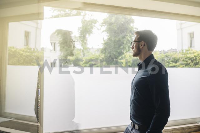 Pensive businessman looking out of window - KNSF01032 - Kniel Synnatzschke/Westend61