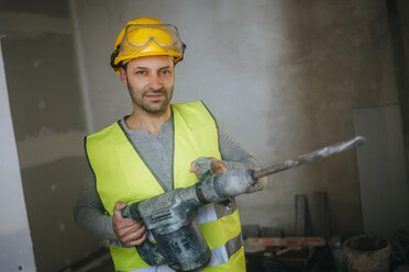 Portrait of construction worker holding a jackhammer - KIJF01265