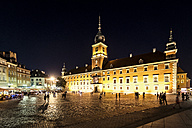 Poland, Warsaw, Royal Castle with castle sqaure at night - CSTF01271