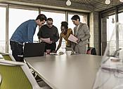 Business meeting in office - UUF09982