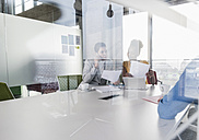 Business meeting in office - UUF09994