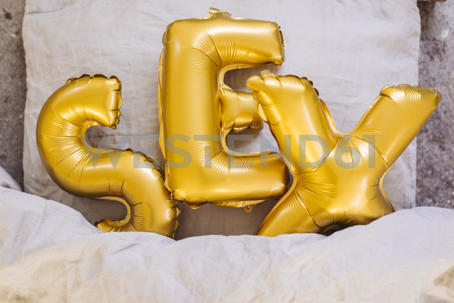 Inflatable letters sex in bed - JOSF00646 - Joseffson/Westend61