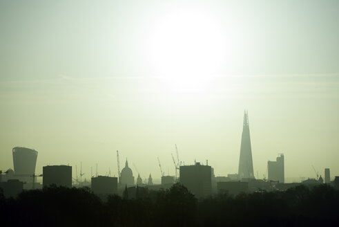 UK, London, skyline with 20 Fenchurch Street, St Paul's Cathedral and The Shard in backlight - BRF01427