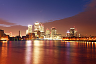 UK, London, skyline with Canary Wharf skyscrapers at dawn - BRF01436