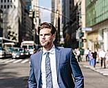 Handsome businessman walking in Manhattan - GIOF02043